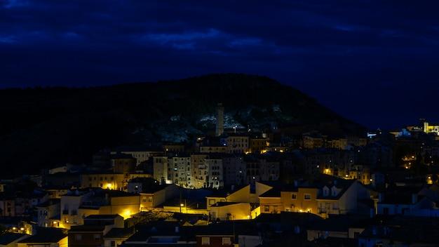 Vista notturna della storica città di cuenca in spagna