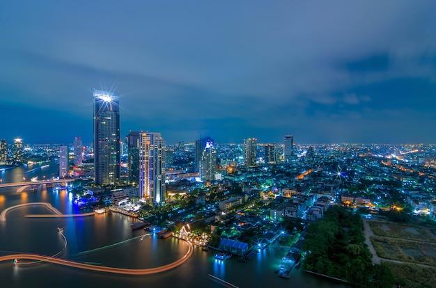 Vista notturna di bangkok