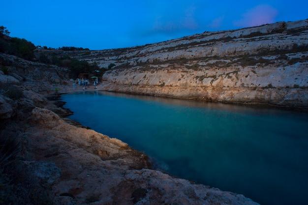 Vista notturna di cala greca a lampedusa