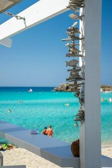 Vista panoramica da un caffè sulla costa di cipro.