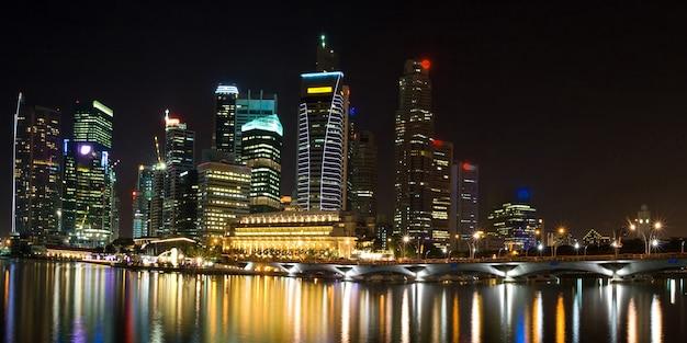 Vista panoramica del grattacielo di paesaggio urbano a singapore