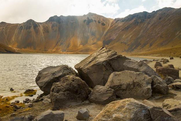 Vista panoramica del paesaggio del cratere del vulcano nel messico