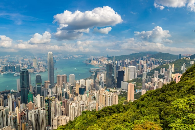Vista panoramica del quartiere degli affari di hong kong in un giorno d'estate