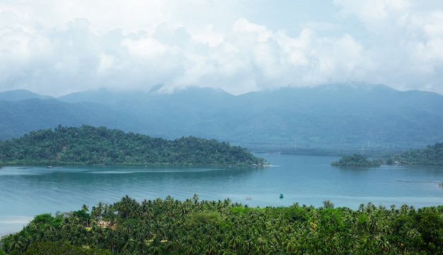 Vista panoramica dell'isola tropicale