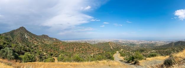 Vista panoramica della cima della montagna, dove si trova il monastero di starovuni.