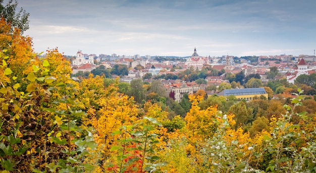 Vista panoramica di vilnius in autunno