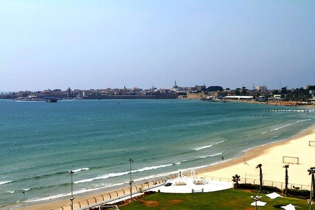 Vista panoramica sulle mura della città, sul porto peschereccio e sullo skyline della città vecchia, ad acre akko