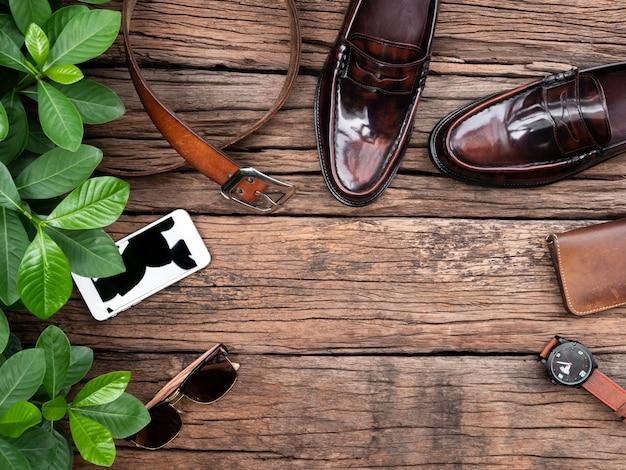 Vista piatta, vista dall'alto, accessori da uomo e cornice per articoli da viaggio essenziali