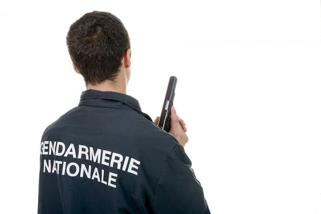 Vista posteriore di gendarme isolata su bianco