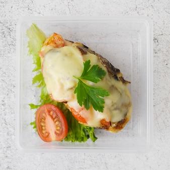 Vista ravvicinata di carne con formaggio