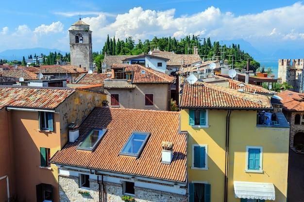 Vista sui tetti di sirmione e dal castello scaligero