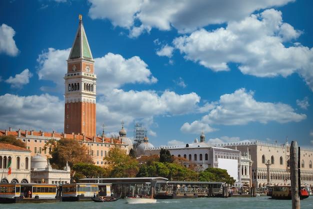 Vista sul campanile di piazza san marco