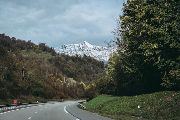 Vista sul famoso monte dent d'arclusaz