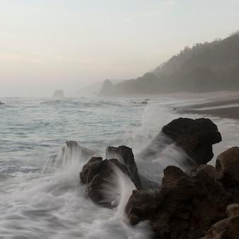 Vista sul mare al largo della costa della costa rica