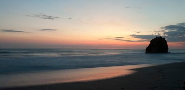 Vista sul mare lungo la costa di mal pais a san jose costa rica