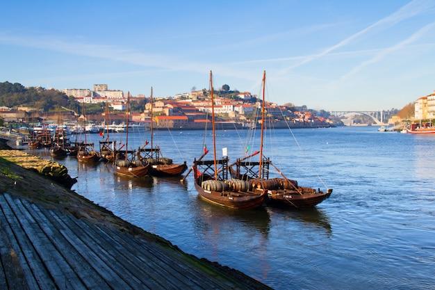 Vista sulla città di porto e sul fiume douro