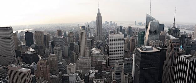 Vista sullo skyline di new york city dal rockefeller center, new york, stati uniti d'america