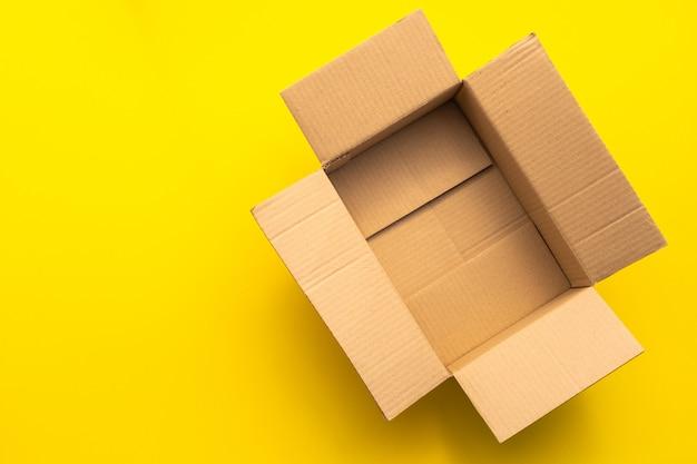 Vista superiore del contenitore di cartone marrone vuoto