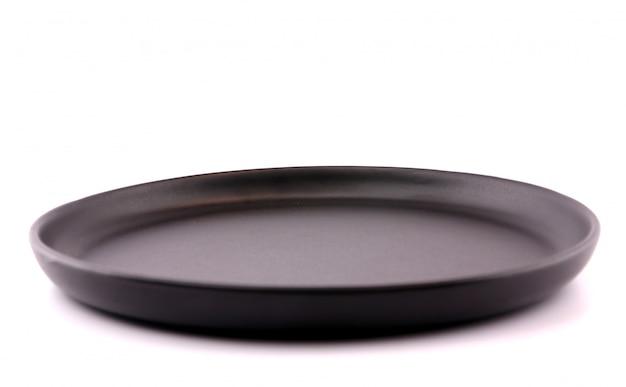 Vista superiore del piatto vuoto su sfondo bianco.