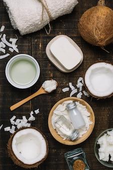 Vista superiore dell'assortimento dei prodotti dell'olio di cocco
