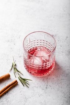 Vista superiore della bevanda ghiacciata rossa