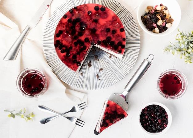 Vista superiore della fetta fruttata della torta