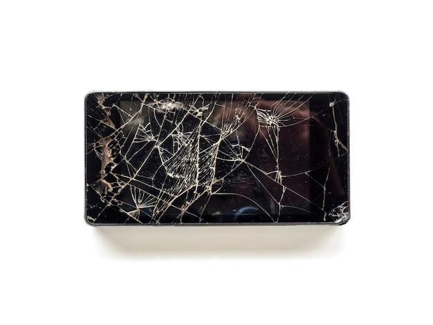 Vista superiore dello smart phone rotto del touch screen isolato su fondo bianco