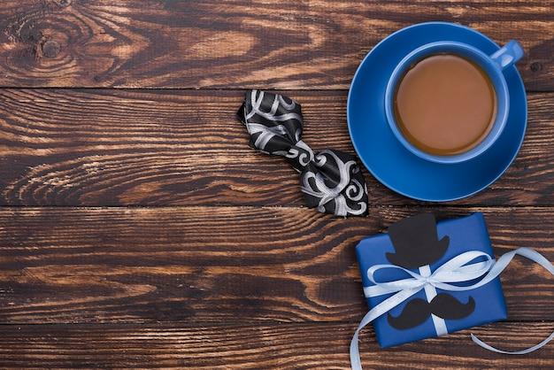 Vista superiore di concetto di festa del papà con caffè