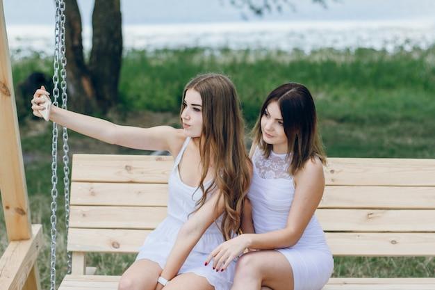 Visualizzare labbra bianche all'aperto moda