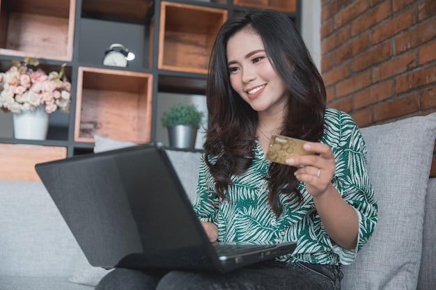 Vita digitale shopping online