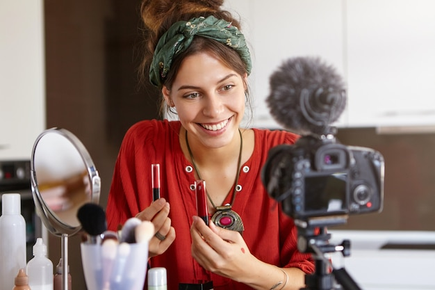 Vlogger femminile riprese video di trucco