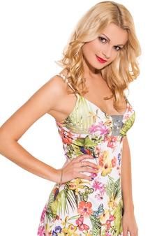 Voga. bella bionda in abito carino