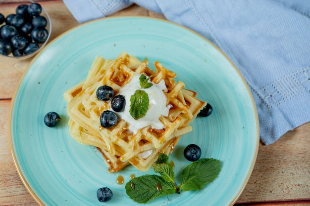 Waffle belgi classici fatti in casa appena sfornati