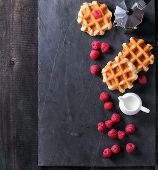 Waffle belgi con lamponi