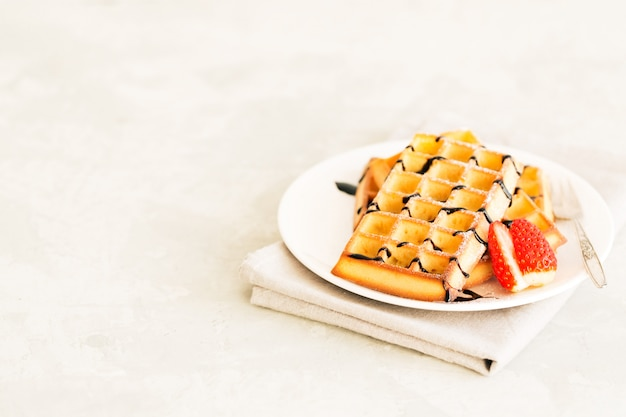 Waffle fatti in casa con fragole