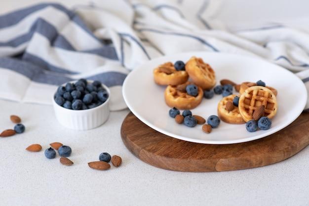 Waffle fatti in casa dolci sul piatto