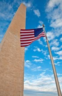 Washington monument nuvole