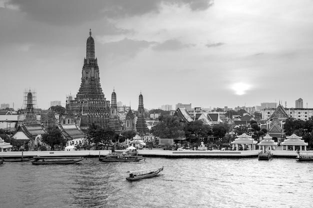 Wat arun in bianco e nero