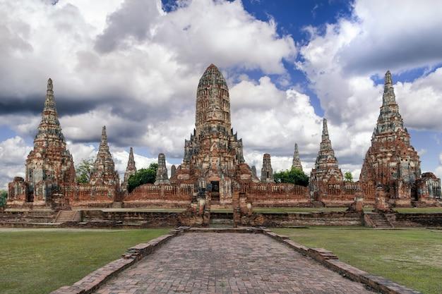 Wat chaiwatthanaram nel parco storico di ayutthaya, ayutthaya, tailandia.