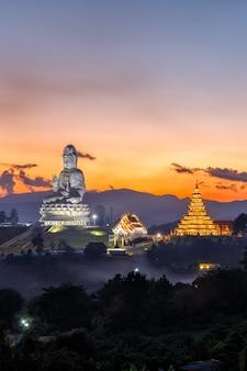 Wat huay pla kang, tempio cinese nella provincia di chiang rai, tailandia