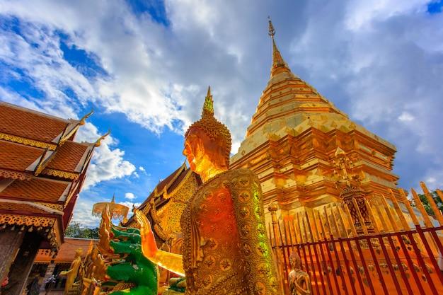 Wat phra that doi suthep è un'attrazione turistica di chiang mai, in tailandia