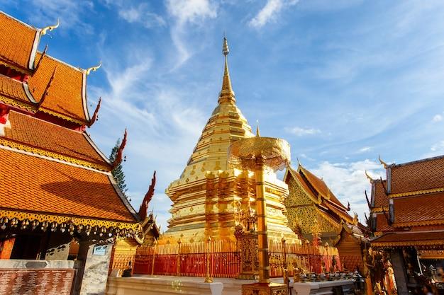 Wat phra that doi suthep è un'attrazione turistica di chiang mai, tailandia