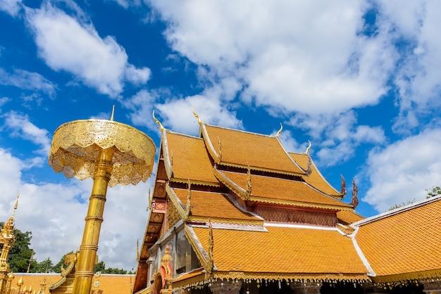 Wat phra that doi suthep il tempio fondato nel 1385 è un importante punto di riferimento
