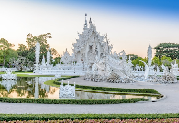 Wat rong khun, chiangrai, tailandia
