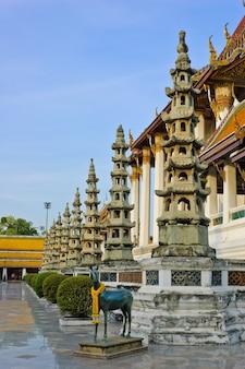 Wat suthat è un tempio reale a bangkok, in tailandia