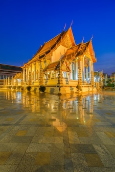 Wat suthat thep wararam è un tempio buddista a bangkok