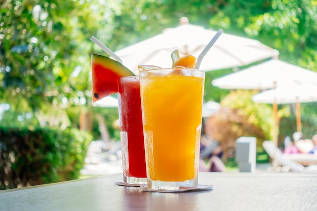 Waterlemon e succo d'arancia nel bicchiere