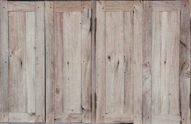 Windows nella vecchia casa di legno, sfondo e texture
