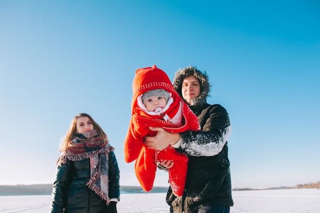 Winter family baby da slitta