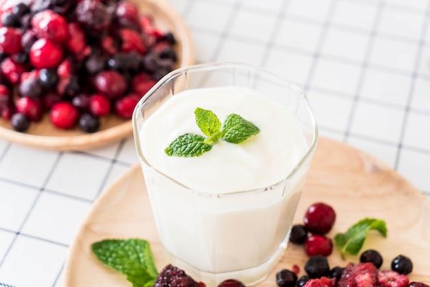 Yogurt con bacche miste